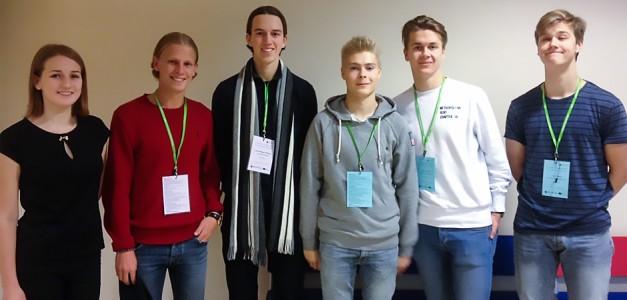 På bilden kan ni se Emil Berglund och Jacob Rappe (Salubrious UF) i samarbete med Krista Gaisa från Lettland och Kasper Nordman, Miro Tammi och Atte Urama från Finland.